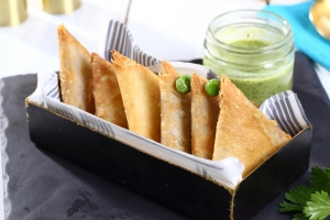 Potato and green peas Sambousa
